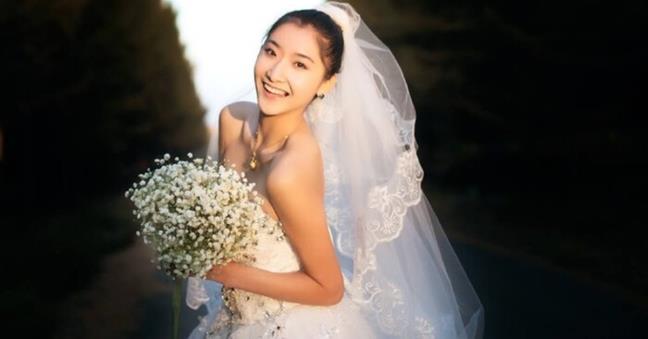 Hoa hau Trung Quoc 27 tuoi mac ung thu da day giai doan cuoi, dau la dau hieu nhan biet can benh nguy hiem nay?