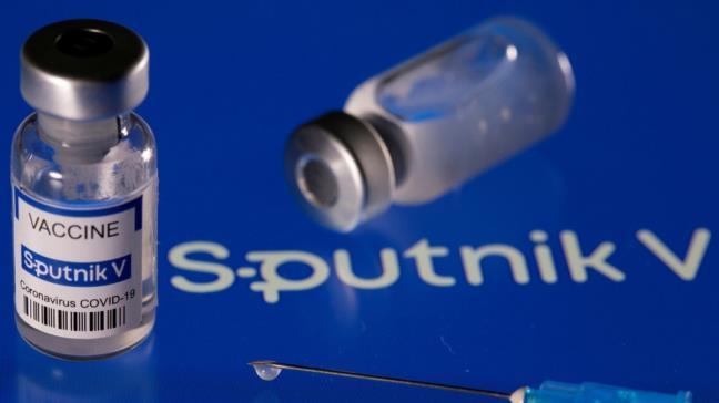 Tiem ket hop vaccine AstraZeneca va Sputnik V: Khong lay nhiem dot pha, khong co tac dung phu nghiem trong