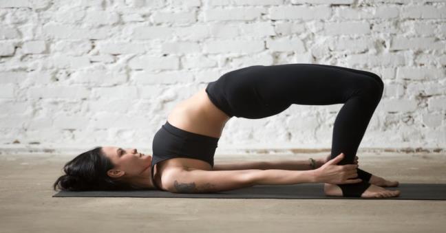 5 dong tac yoga ma moi phu nu nen thuc hien hang ngay