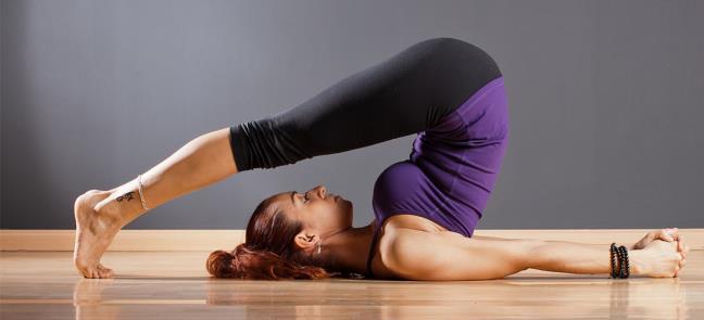 Nhung tu the yoga chong lao hoa de lam san chac vung da quanh mat va giam nep nhan