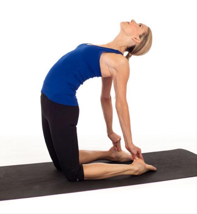 Thu 5 tu the yoga tri dau lung hieu qua