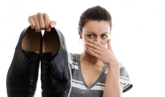 10 mẹo khử mùi hôi chân hiệu quả
